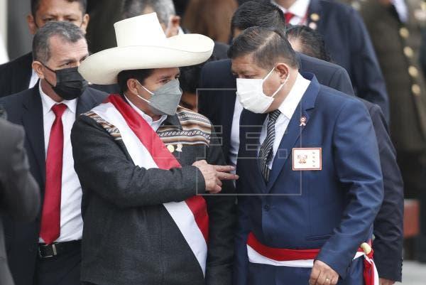 El presidente de Perú, Pedro Castillo, completó este viernes su gabinete de ministros con la designación del economista Pedro Francke en el despacho de Economía y Finanzas y del jurista Aníbal Torres en Justicia y Derechos Humanos