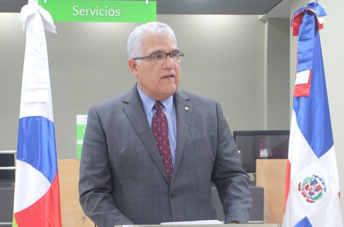 Banco BHD León apoya proyecto supermercado