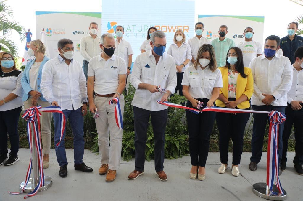Abinader inaugura primera comunidad sostenible del país