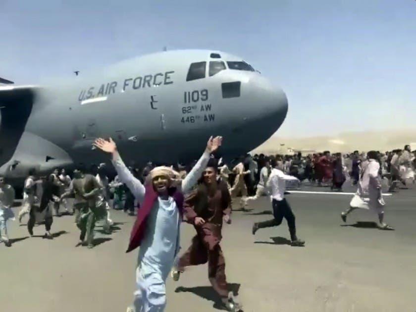 Caos en aeropuerto de Kabul mientras Talibán toma la ciudad