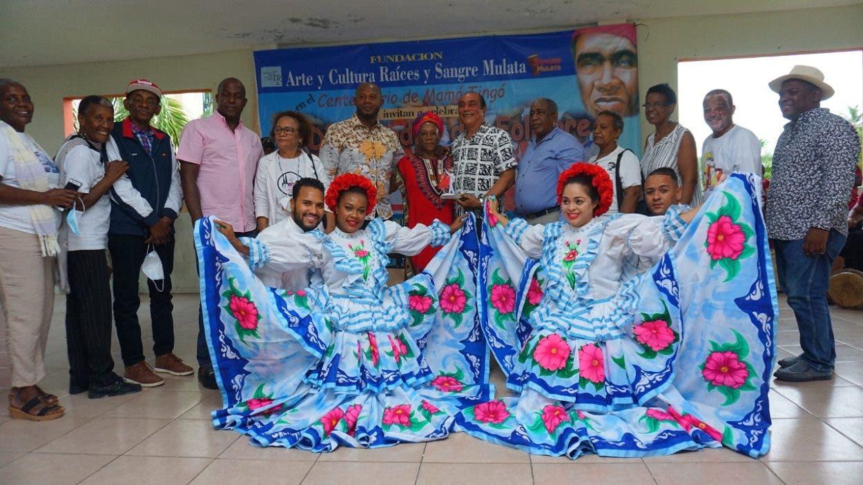 Celebran el Día Nacional del Folclore en memoria a Johnny Ventura
