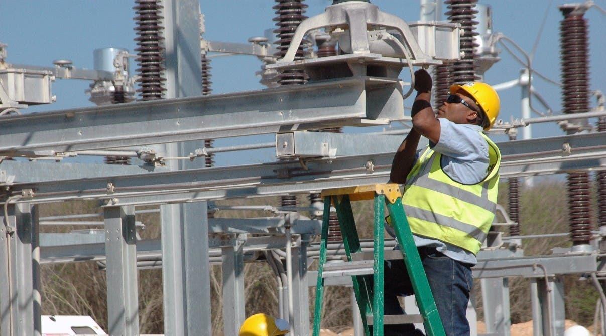 Restablecen energía tras daños tormenta