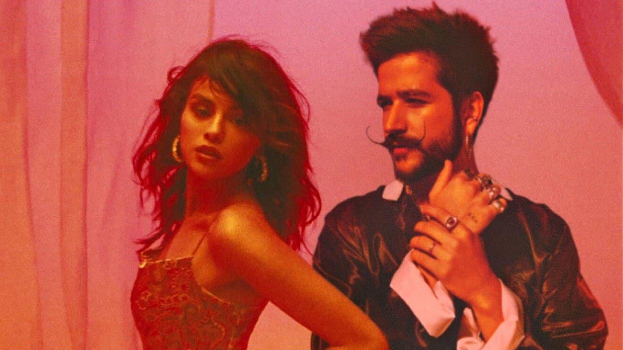 Selena Gómez y Camilo estrenan una «999»
