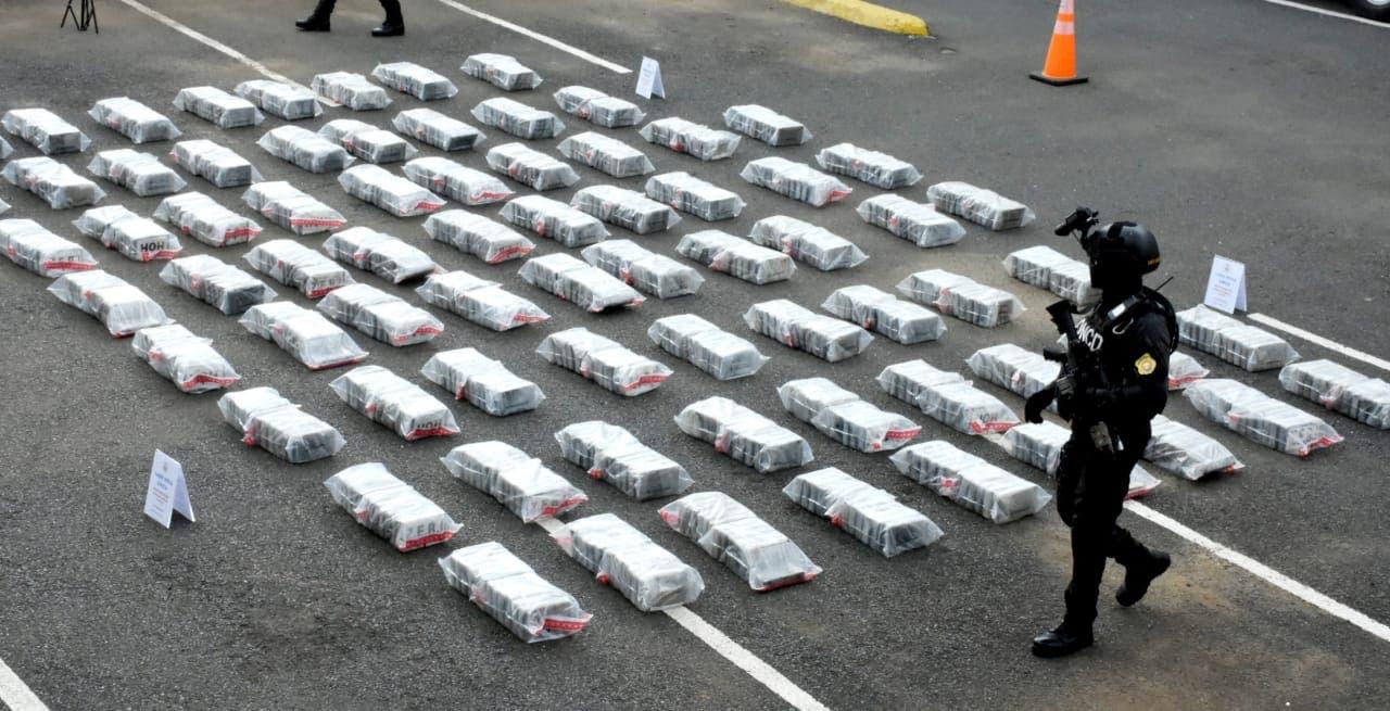 Ocupan 900 kilos cocaína en persecución marítima