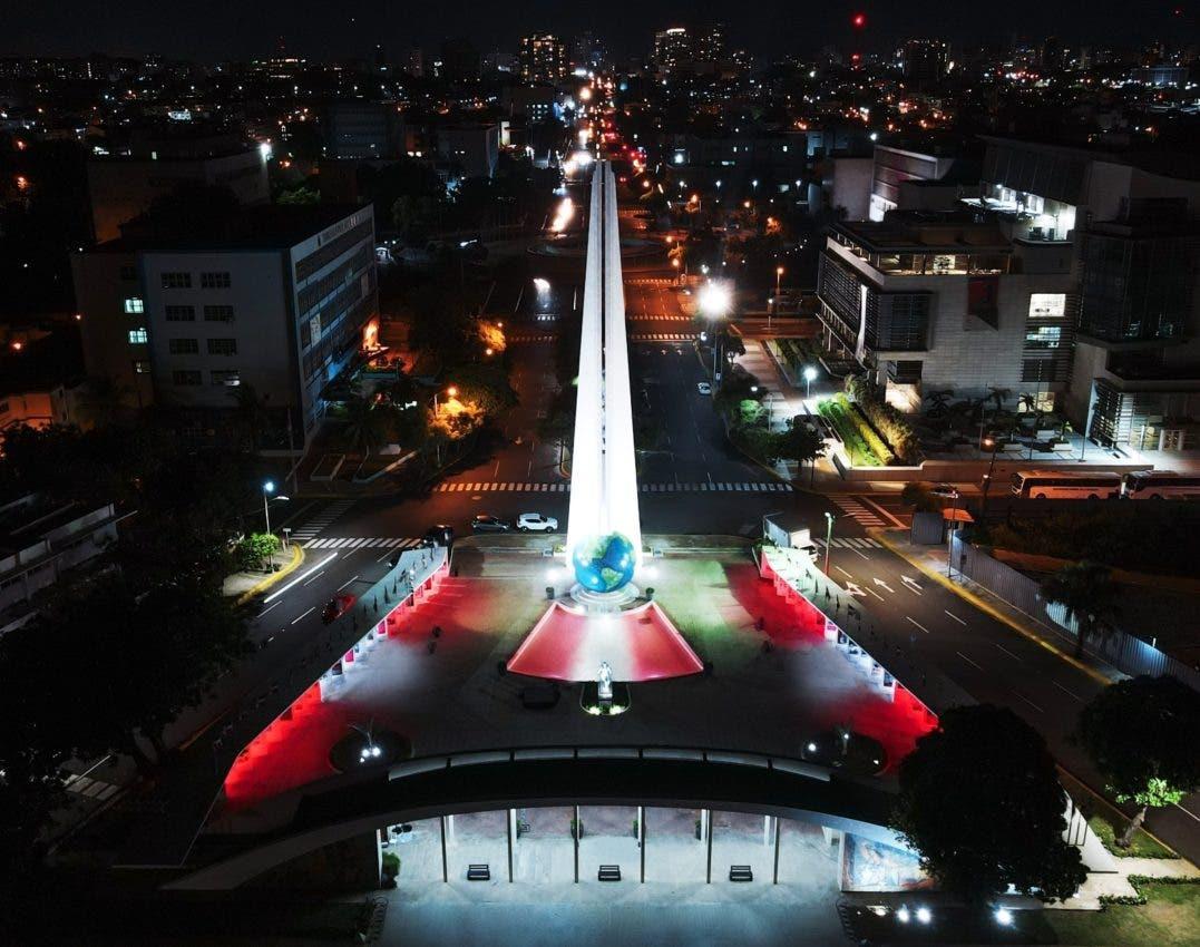 Celebran fiestas patrias del Perú