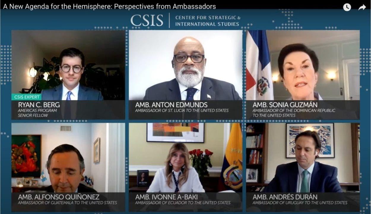 Realizan panel con embajadores