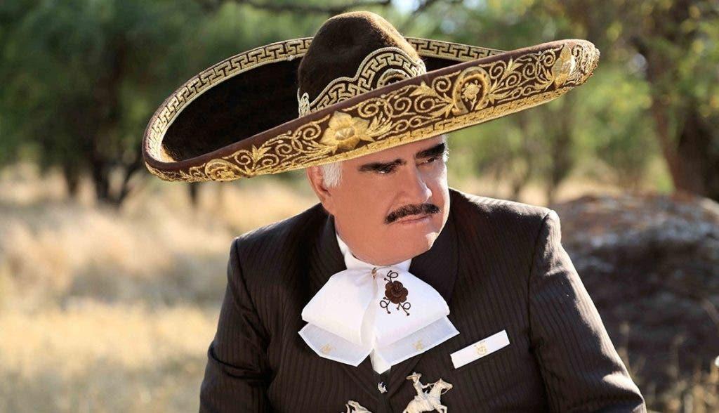 Vicente Fernández sigue en terapia intensiva