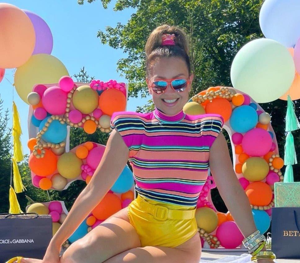 """Thalía llega a los 50 años """"sin-cuenta"""" y los celebra en redes sociales"""