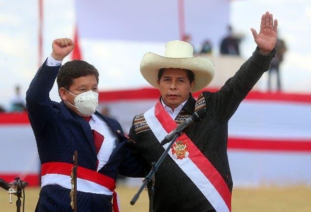En Perú: Primera crisis