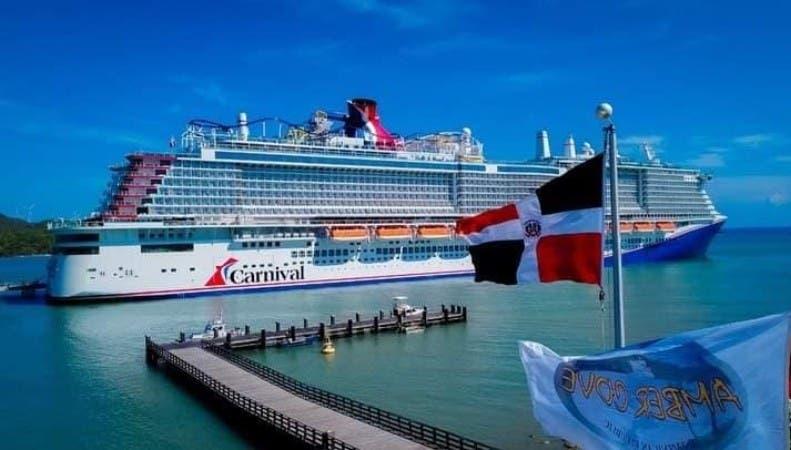 Crucero de  Carnival visitó puerto Maimón