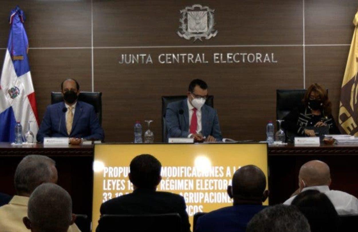 Partidos tratan sobre reformas propone JCE