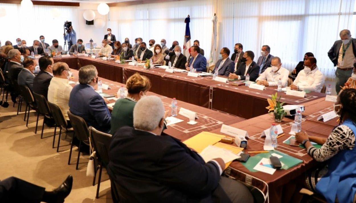 Todos acuden inicio del diálogo nacional