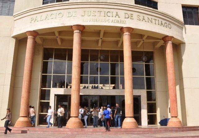 Implicado en homicidio de policía escapa de cárcel en Santiago