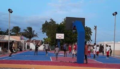 Ministerio de Deportes entrega cancha en Batey 8 de Independencia