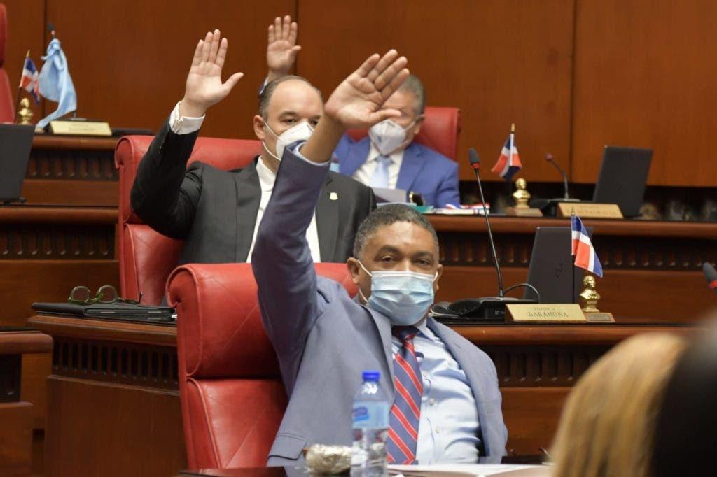 En la sesión de ayer jueves el Senado conformó una comisión bicameral para que estudie y rinda un informe favorable al Código Penal que cursa en esa cámara.
