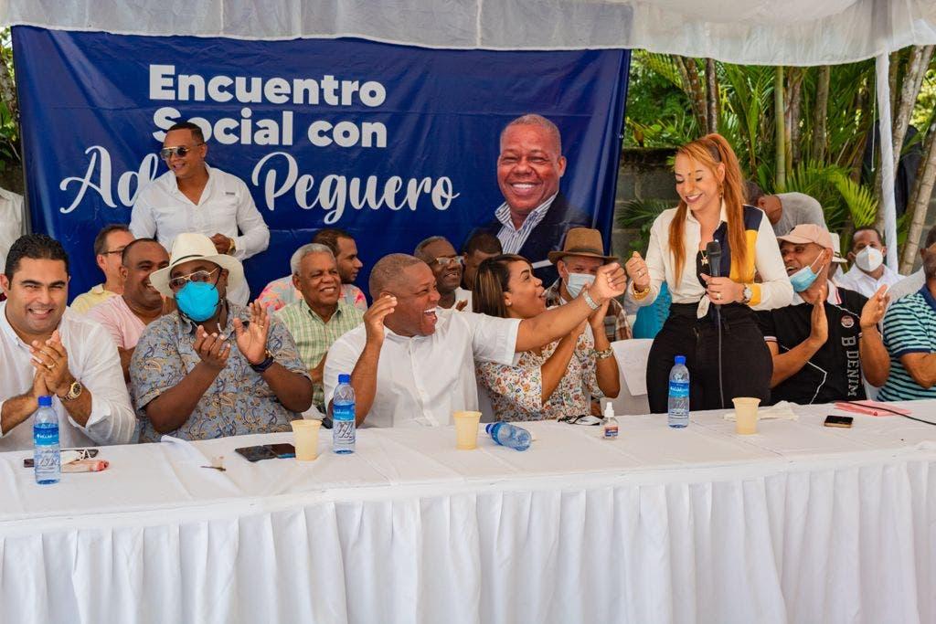 Adán Peguero realiza encuentro con dirigentes SDE