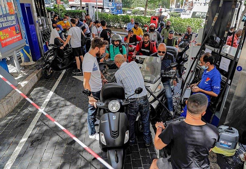 El Líbano sube precio del combustible un 70 % en medio de la grave escasez