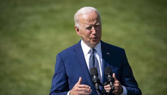 """Biden pide no dejar que Trump """"reescriba la historia"""" del asalto al Capitolio"""