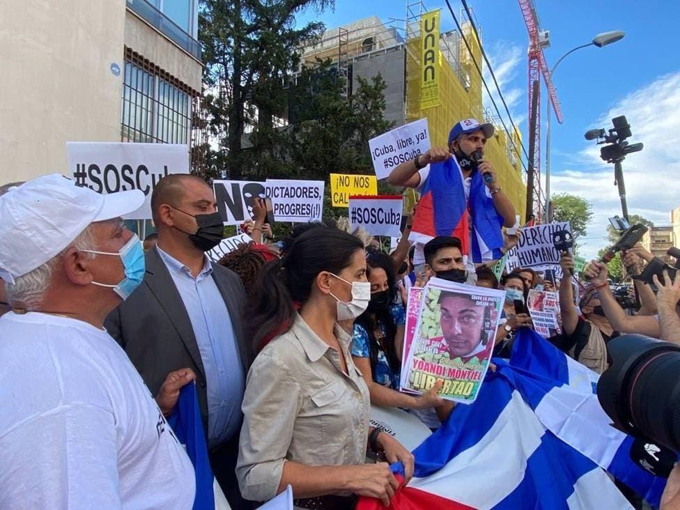 Cubanos se concentran en Madrid contra el comunismo