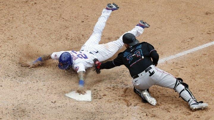 En medio de polémica, Báez da triunfo a Mets