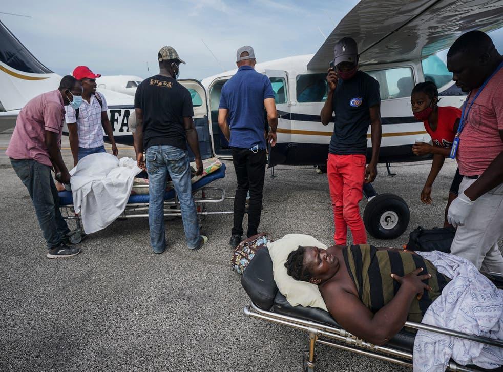 Secuestran a 2 médicos en Haití; hospital cierra en protesta