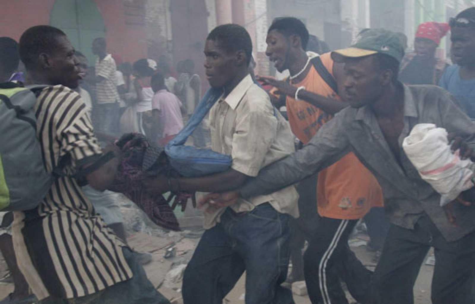 Haití: Crece desesperación y presión por ayuda tras sismo