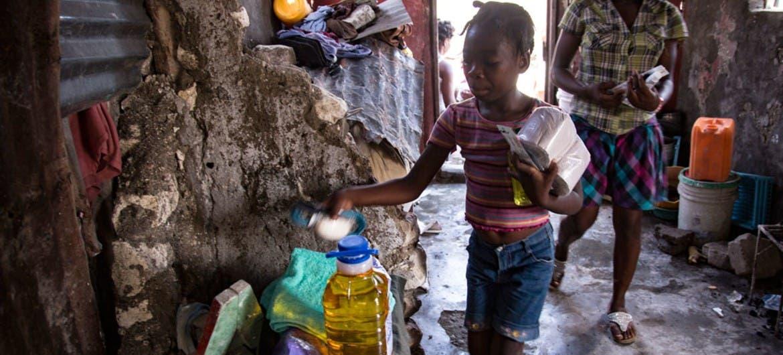 Hambre genera desórdenes por comida tras sismo en Haití