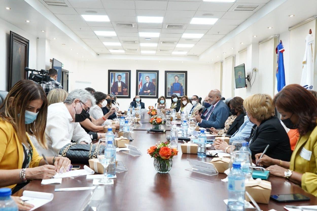 Fulcar se reúne con representantes centros privados