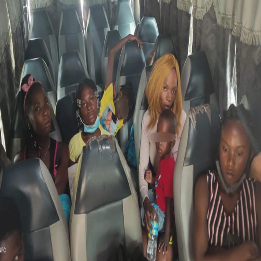 Los haitianos indocumentados fueron arrestados cuando se dirigían a Santiago en un minibús