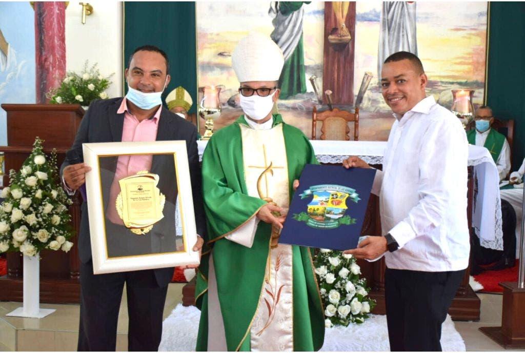 Declaran hijo meritorio de Las Gordas a obispo SFM