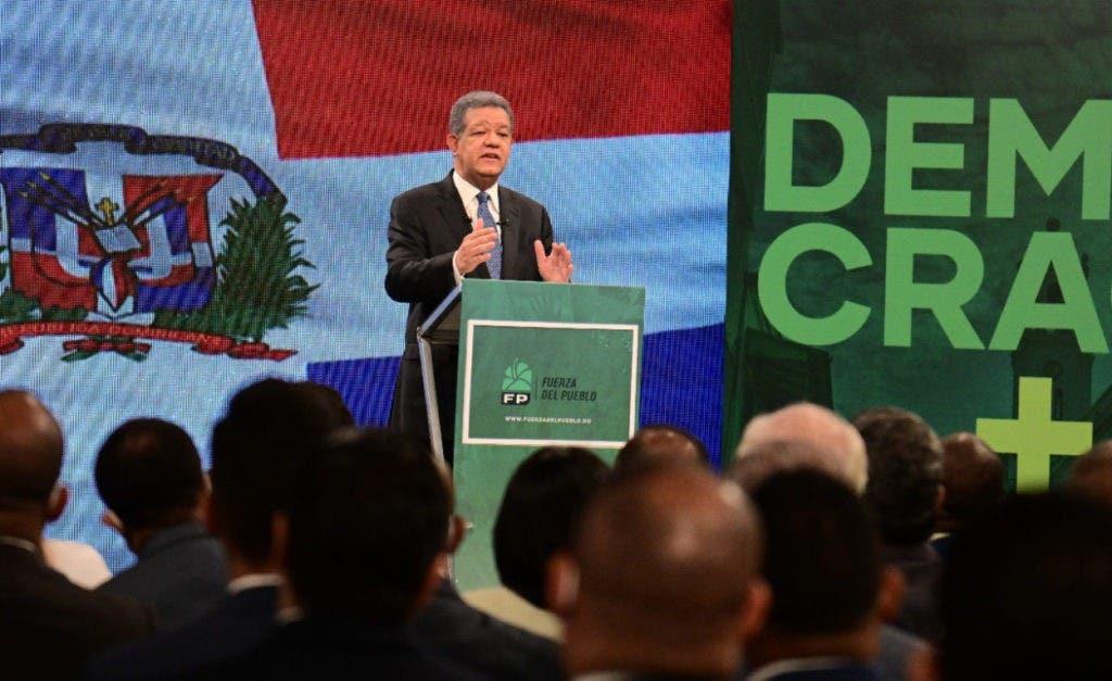 El expresidente Leonel Fernández durante su alocución de esta noche, donde criticó la política de endeudamiento del presidente Luis Abinader.