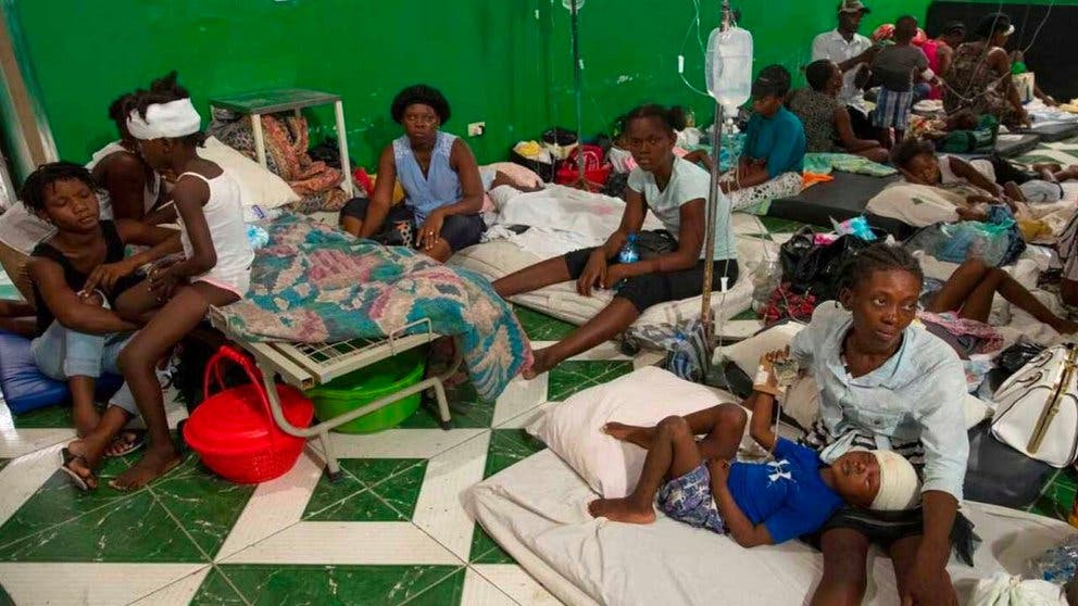 Hospitales Haití siguen recibiendo heridos del terremoto