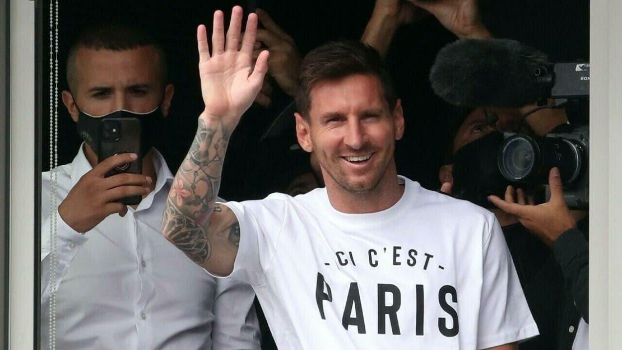 Messi llega a París para firmar con el Paris Saint-Germain