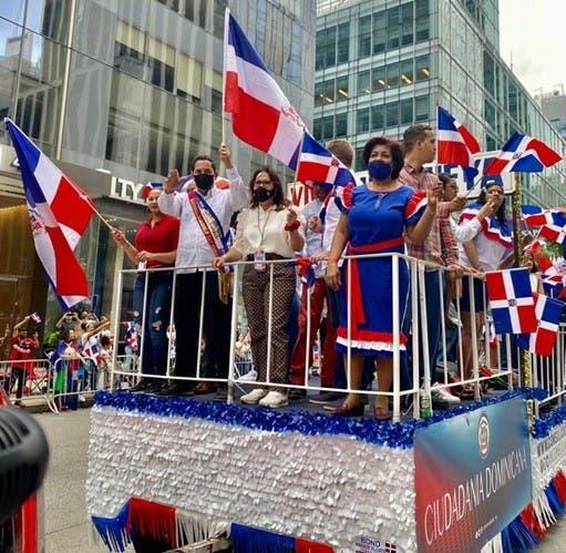 Miles asisten a Desfile dominicano de Manhattan