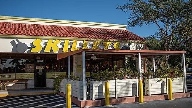 Dejan propina de 10.000 dólares en restaurante en Florida