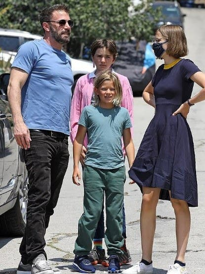 Ben Affleck celebra su cumpleaños con sus hijos, sin JLo