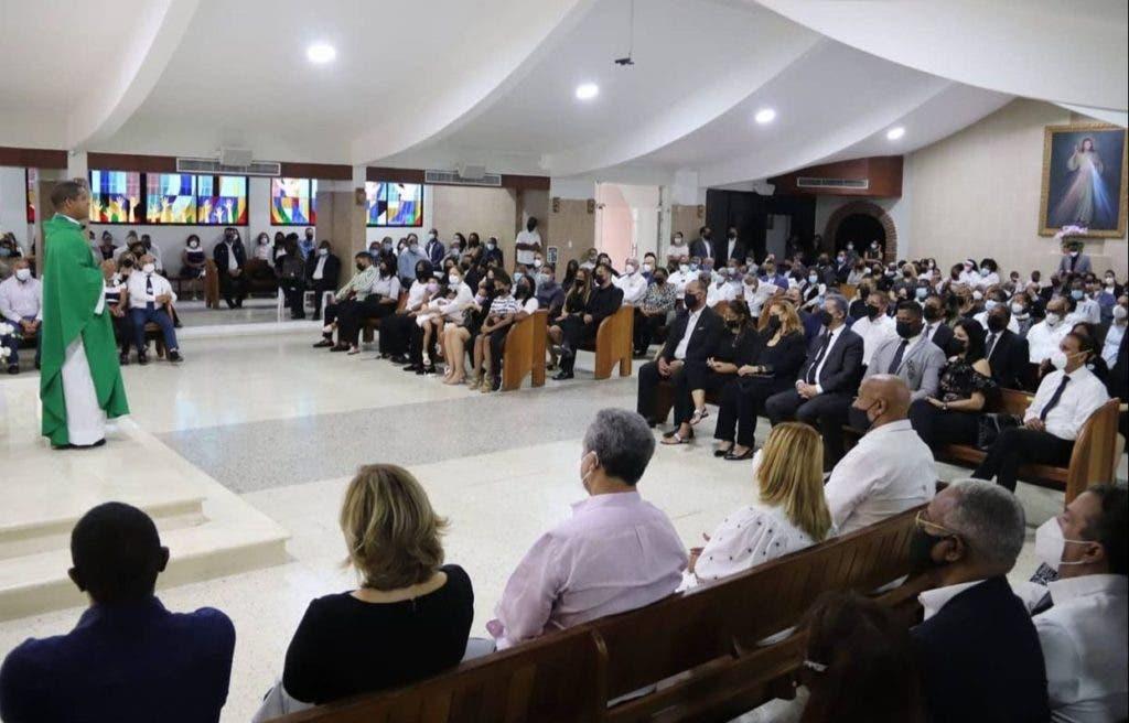 Vista panorámica de la última misa del novenario del merenguero Johnny Ventura.