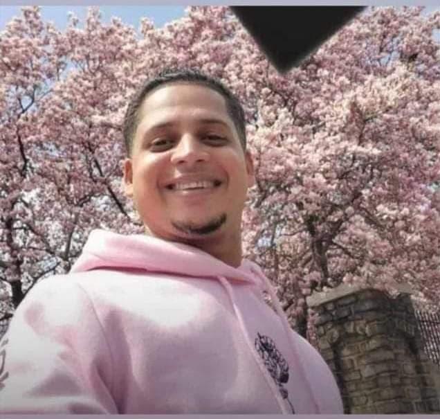 En esta fotografía se ve al joven asesinado en Bonao, quien tenía apenas días en República Dominicana.