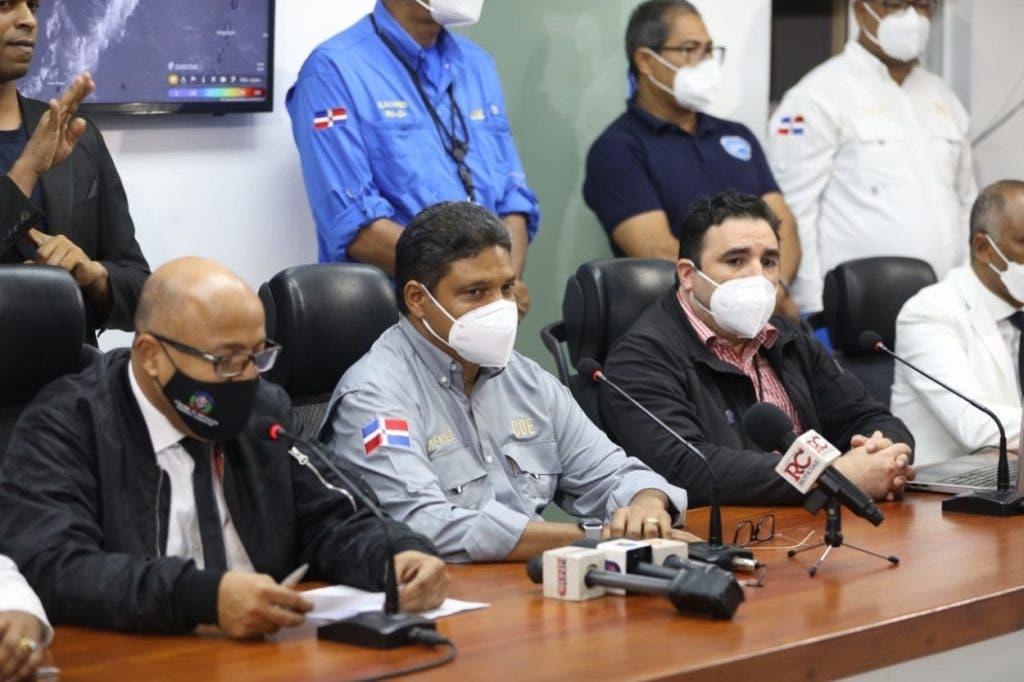 La comisión de los diputados, encabezada por su presidente Alfredo Pacheco, visitaron también el director del COE, Juan Manuel Méndez.