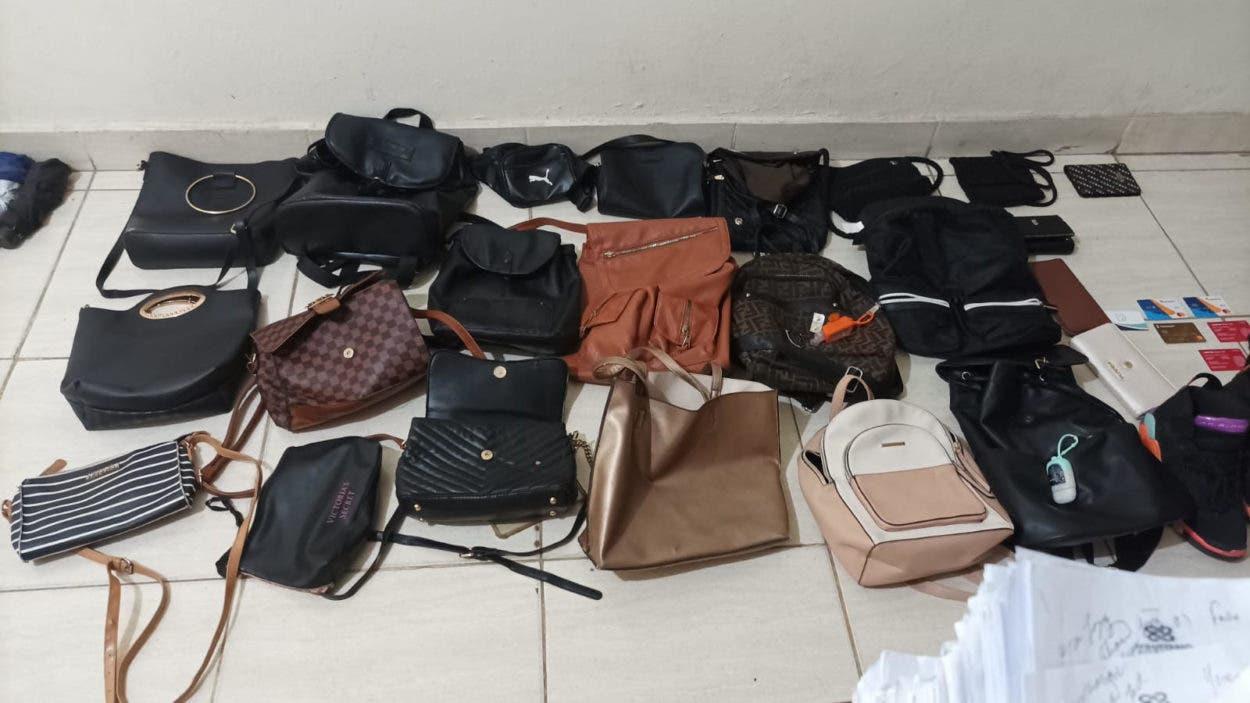 Policía recupera objetos robados en atracos