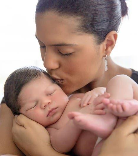 Bebé de Francisca ya tiene un mes de vida y mira a quién se parece