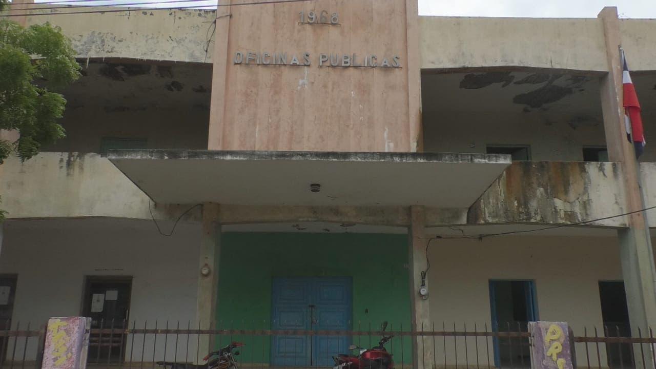 Oficinas públicas dejan local por deterioro edificio