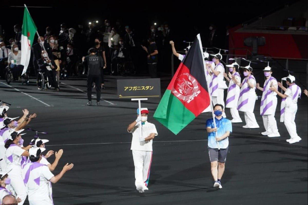 Bandera de Afganistán desfila Paralímpicos en homenaje a su ausencia