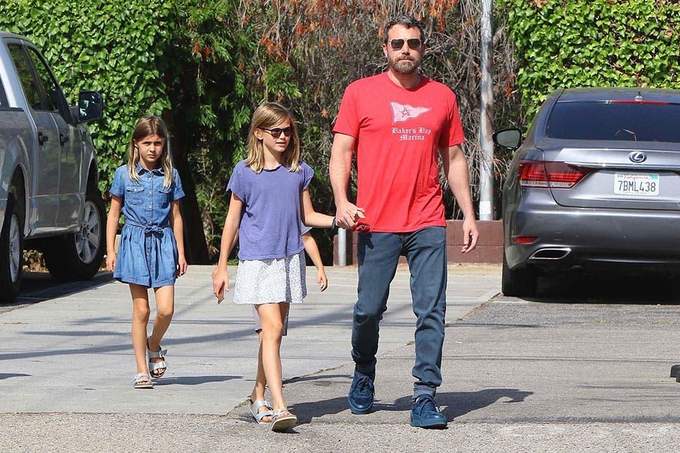 Jennifer López compra regalos a hijas de Ben Affleck