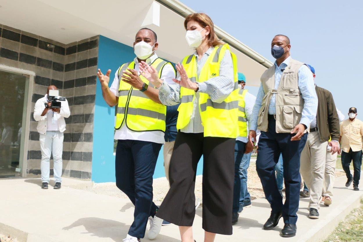 Vicepresidenta y director del DA supervisan construcción helipuerto de Barahona