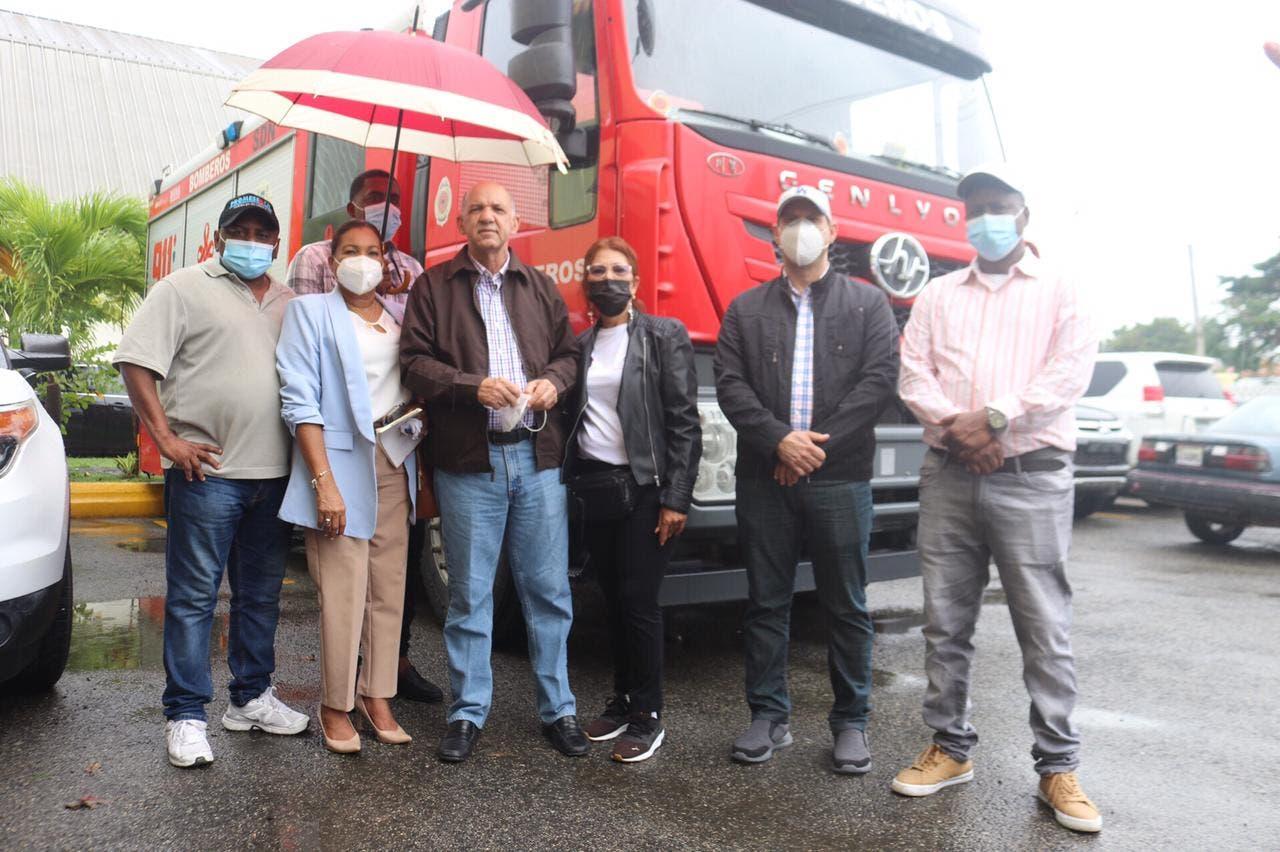 Entregan donativos en zonas vulnerables de Sabana Perdida