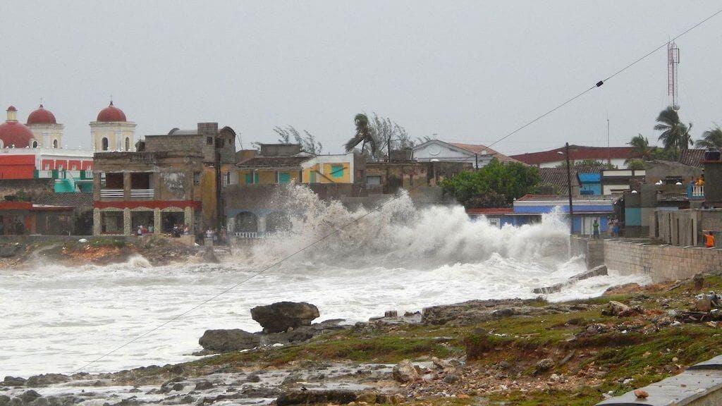 Cuba reporta primeros evacuados y cortes eléctricos por huracán Ida