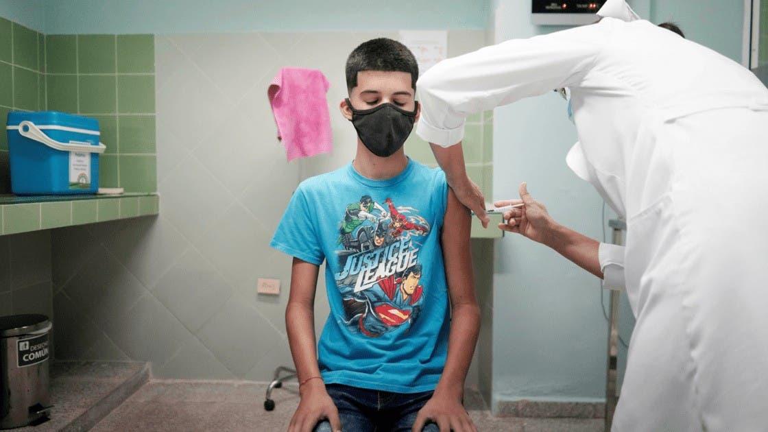 Cuba inicia clases por TV mientras vacuna niños contra covid