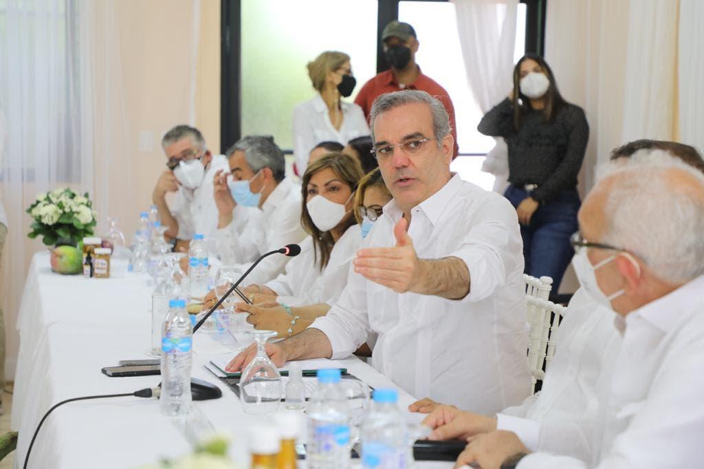 Abinader anuncia extensión UASD en Azua