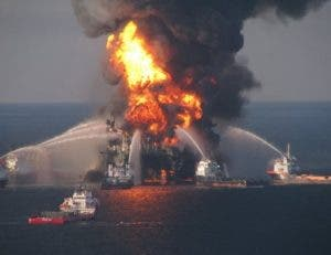 México: suben a 5 los muertos por fuego plataforma petrolera